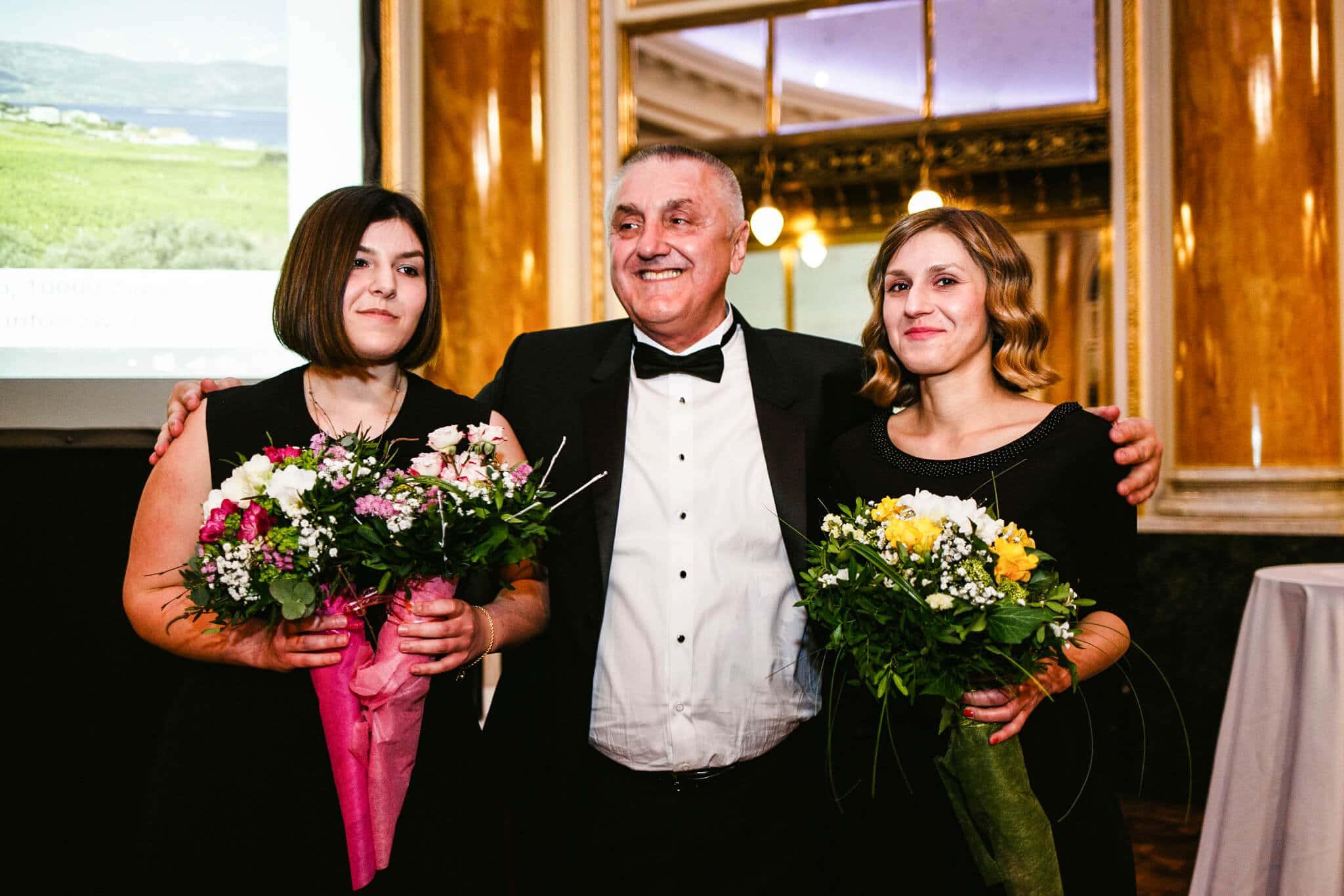 Davor Zdjelarević i kćeri